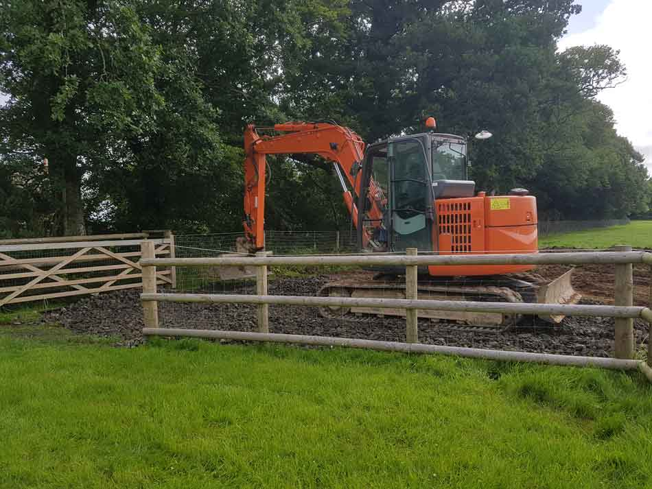Digger starts to lay access road to lodges